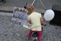 Hradečáci obdivovali společnou fotografii rekordních Bílých paní.