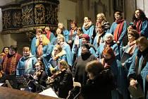 Koncert pěveckého sbotu Smetana naplnil svatojánský kostel.