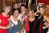 Kabelkový veletrh Deníku podpořily také herečky z pražského Divadla na Fidlovačce Eliška Balzerová, Ludmila Molínová, Martina Randová, Marie Doležalová, Radka Krninská a Aneta Krejčíková.