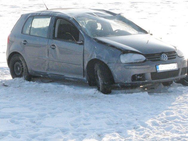 V nebezpečné zatáčce i Číměře zbytečně vyhasl život osmnáctiletého řidiče.
