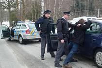 PACHATEL DOPADEN. Zadržením lupiče u hraničního přechodu Smrčné na Novobystřicku ve středu skončilo cvičení  zaměřené na přeshraniční spolupráci českých a rakouských policistů.