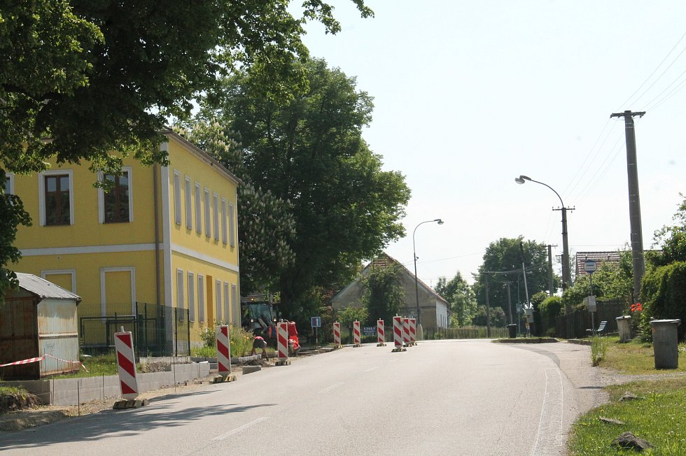 Práce u hlavního tahu v Doňově na Jindřichohradecku.