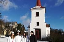Během letošní Tříkrálové sbírky se podařilo dvěma skupinám dětí, které obešly s koledou celý Kunžak, Mosty a Suchdol, vybrat neuvěřitelných 24795 korun.