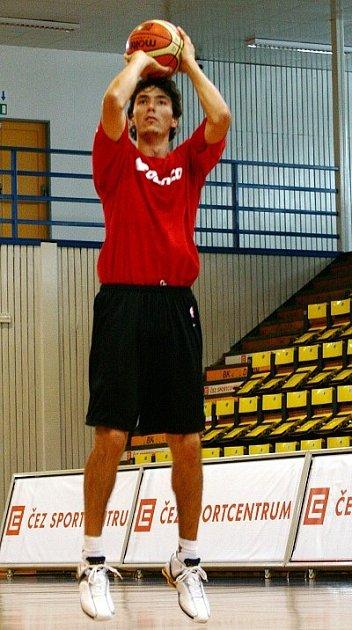 Momentálně zřejmě nejlepší český basketbalista Jiří Welsch, hájící barvy předního španělského celku Unicaja Málaga,  je patronem druhého ročníku žákovského Nestlé Basket Cupu, který příští čtvrtek a pátek vyvrcholí závěrečnými boji v J. Hradci.