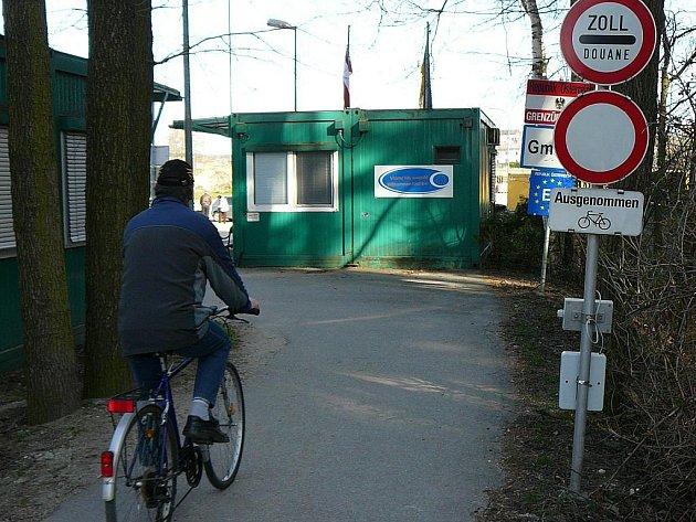 Turisté a cyklisté se mohou těšit na usnadnění cesty přes hranice.