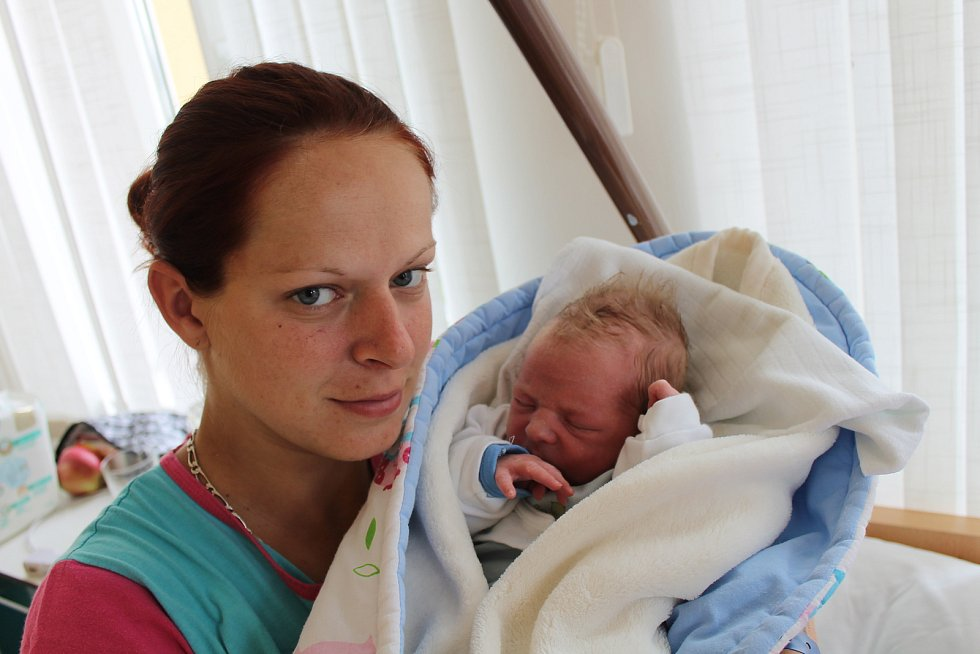 Jakub Rezek se narodil 28. srpna Monice Duffkové a Ondřeji Rezkovi z Kamenice nad Lipou. Měřil 47 cm a vážil 3140 gramů. Doma se na něj už těšil bráška Oníček.