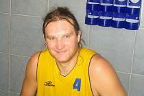 MAROD. Pivot Pavel Filip dlouhodobě laboruje s bolavými zády. O jeho dalším osudu v BK J. Hradec tak zatím není rozhodnuto.