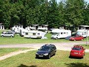 Pohled na známý autokemp u Opatovického rybníka.