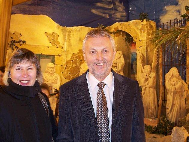 Betlémy do Itálie doprovázela Alexandra Zvonařová a Miloslav Hirsch.