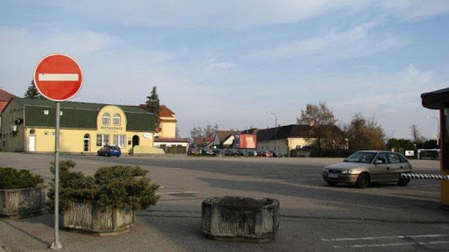 Parkoviště Jitřenka v Jindřichově Hradci.