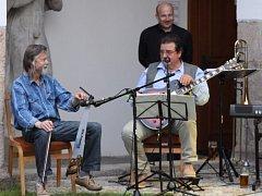 V muzeu Jindřichohradecka se konal Jarní swingový koncert v podání místních hudebníků. Jeho hostem byl i hráč na pilu Vráťa Volenec.