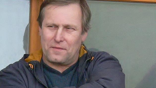 Zadumaný pohled trenéra Slavonic Zdeňka Holuba svědčí o tom, že  jarní výsledky jeho týmu zatím tak trochu zaostávají za očekáváním.