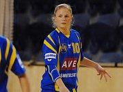 Nejlepší střelkyní Jihočešek byla s osmi góly Zuzana Kohoutová, na snímku z tohoto duelu vpravo.