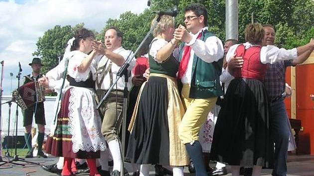 Mezinárodní folklorní festival U Zlaté Stoky v Lomnici nad Lužnicí.