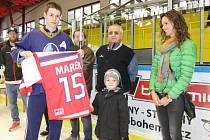 Momentky z loňského 4. ročníku Memoriálu Jana Marka, v němž se z prvenství radovali mladí hokejisté z Kladna.