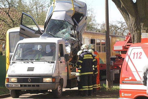 Řidič při střetu s vlakem na přejezdu v Suchdole nad Lužnicí zemřel.