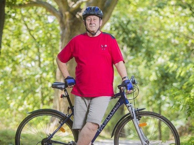 Jindřichohradecký starosta Stanislav Mrvka na kolo nedá dopustit. Rád na něm vyráží po městě i na síť cyklostezek.
