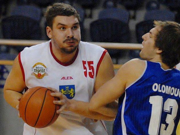Robustní 205 centimetrů vysoký podkošový hráč JHComp Viktor Mikeš by měl svým důrazem platit i na víkendové soupeře jindřichohradeckých basketbalistů.