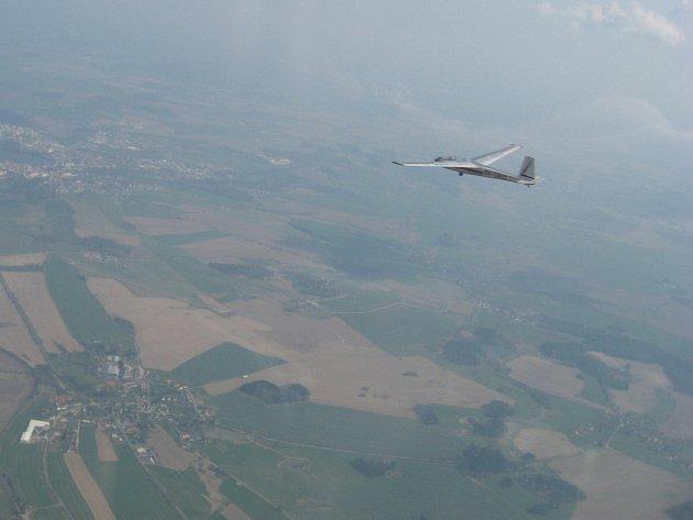 Ilustrační foto. Po obloze se slavným Blaníkem L13.