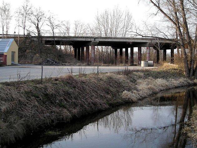Mezi mosty, které si na Jindřichohradecku zasluhují opravy, patří i nájezd na Halámky.