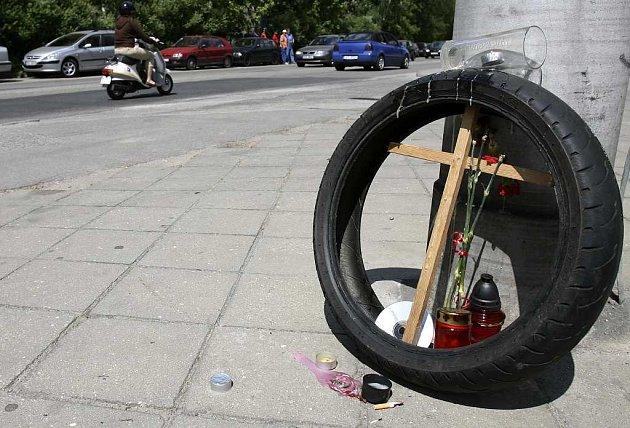 Lidická ulice v Českých Budějovicích, místo, kde o víkendu po havárii na motorce v ranních hodinách zahynuli dva mladíci.