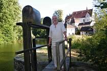0 - Když se geofyzik Ctirad Matyska před 35 lety oženil s vnučkou mlynáře Jaroslava Gablera z Plavska, tak ještě netušil, že se jednou na jeho mlýně ocitne v symbolické roli pana otce.