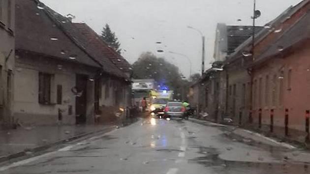 V úterý ráno se v Kardašově Řečici střetl kamion s osobním autem.