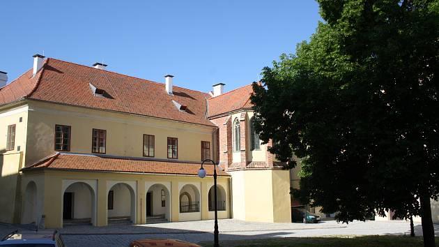 SOA v Třeboni se přestěhoval do nově zrekonstruovaného kláštera.