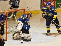 Ve čtvrtfinále play off krajské ligy hokejisty hradeckého Vajgaru vyřadily Strakonice.