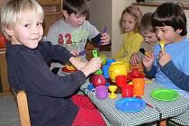 NOVÁ GENERACE. Sídliště Hvězdárna v Jindřichově Hradci se rozrůstá. Přibývá zde i dětí. Proto zde vyroste nová mateřská školka.
