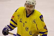 Útočník jindřichohradeckých hokejistů Kamil Šťastný (na snímku) se v utkání v Klatovech blýskl hattrickem a společně s parťákem Alešem Skokanem se postarali o všech pět gólů Vajgaru.