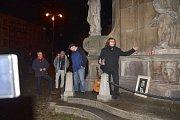 V pondělí si i v Jindřichově Hradci lidé připomenuli události před 25 lety.