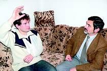 Policista Václav Šnorek po úrazu v rozhovoru s policejním mluvčím Jaroslavem Beranem.