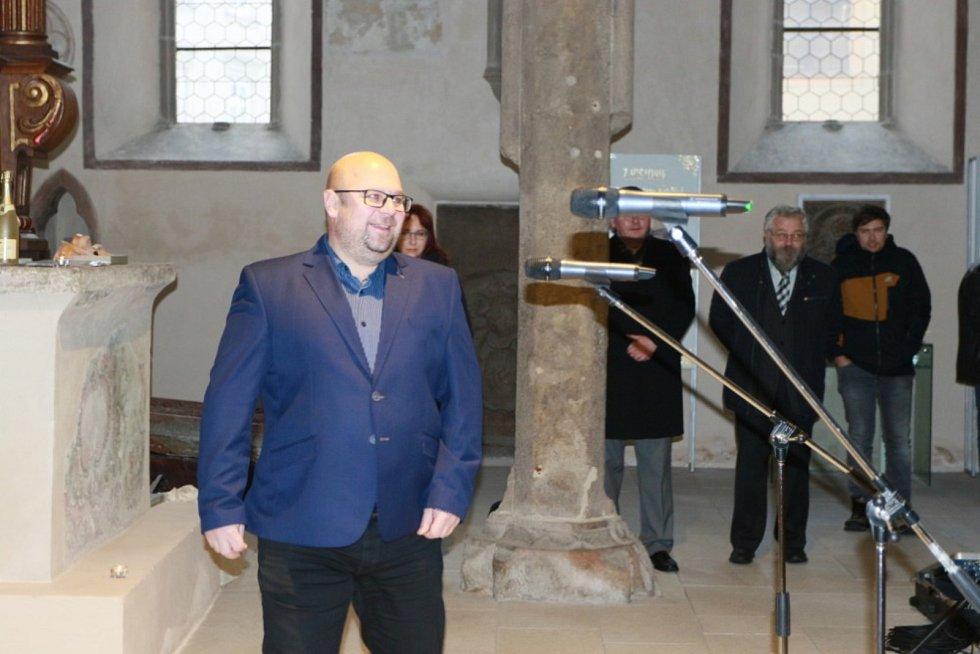 O nožík Tomáše Krýzy se na vernisáži utkalo přes šedesát betlémářů.