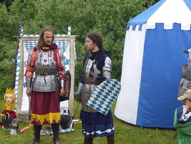Den dětí v Suchdole nad Lužnicí doprovázeli rytíři.