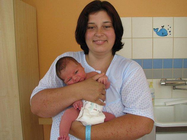 Šimon Holý ze Záhoří se narodil 7. června 2010 Janu a Pavlíně Holým. Měřil 50 centimetrů a vážil 4300 gramů, doma na něj čeká bratr Štěpán.