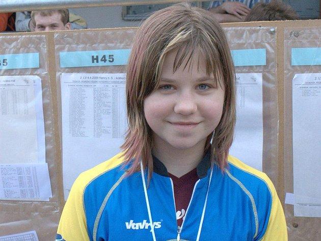 Orientační běžkyně jindřichohradeckého Slovanu Jana Benešová dosáhla mimořádného úspěchu, když na mistrovství republiky v nočním OB vybojovala čtvrté místo  v dorostenecké kategorii.