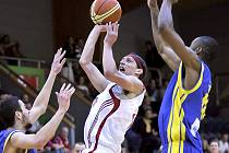 Basketbalisté Lions J. Hradec mají před sebou rozhodující pátý duel semifinále I. ligy proti Ústí nad Labem. na snímku opora Lions Tomáš Šustek.