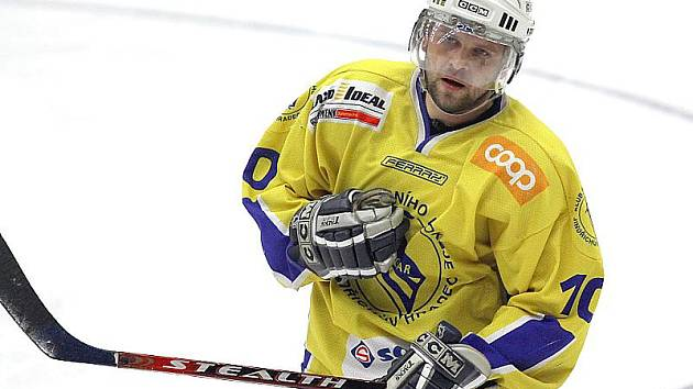 Útočník Aleš Skokan se na benešovském ledě postaral o vítězný gól Vajgaru.