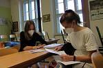 V pondělí čekala studenty Gymnázia Vítězslava Nováka v Jindřchově Hradci ústní část maturity.