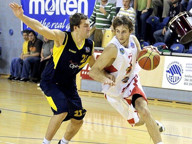 Křídelník Lions Michal Fröhde (vpravo).