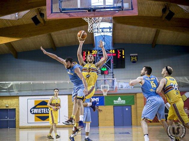 Jindřichohradečtí basketbalisté v úvodním kole play out o udržení v Kooperativa NBL porazili Prostějov 101:88 a nad tímto soupeřem v letošní sezoně vyhráli už popáté v řadě.