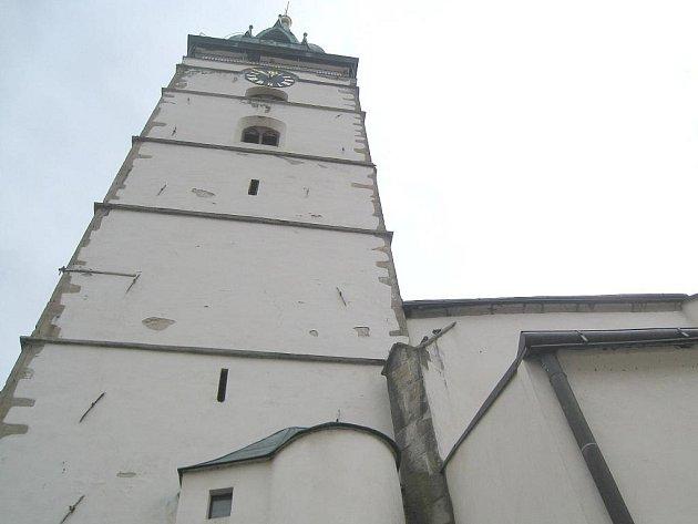 Městská věž u kostela Nanebevzetí P. Marie v Jindřichově Hradci.