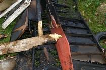 V Mláce na Jindřichohradecku hořela kolna a odpad.