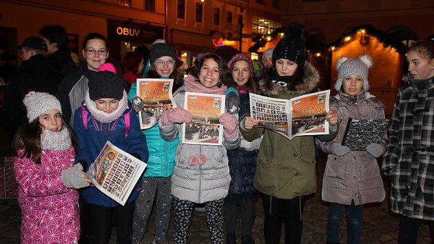 Česko zpívá koledy na jindřichohradeckém náměstí Míru.