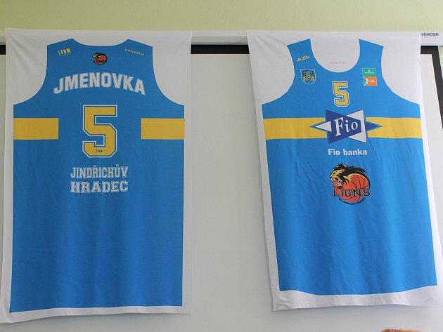 Takhle budou vypadat nové dresy hradeckých basketbalistů, kteří budou v příští sezoně nejvyšší soutěže působit pod názvem Basket Fio banka.