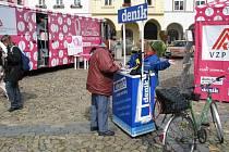 Růžový autobus v Jindřichově Hradci.