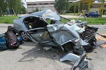 Srážka tří aut u Jarošova měla tragické následky. Jeden ze spolujezdců zraněním podlehl.