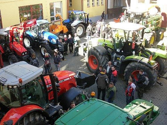 VZDĚLÁNÍ. V dačickém Středním odborném učilišti zemědělském se v závěru uplynulého týdne uskutečnil Den otevřených dveří. Návštěvnost, jak ukazuje snímek, byla velká.