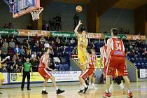 Jindřichohradečtí basketbalisté doma utrpěli debakl s Pardubicemi (81:118). Foto: Lukáš Šamal